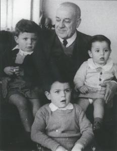 327 08 Abuelo Luis y hermanos